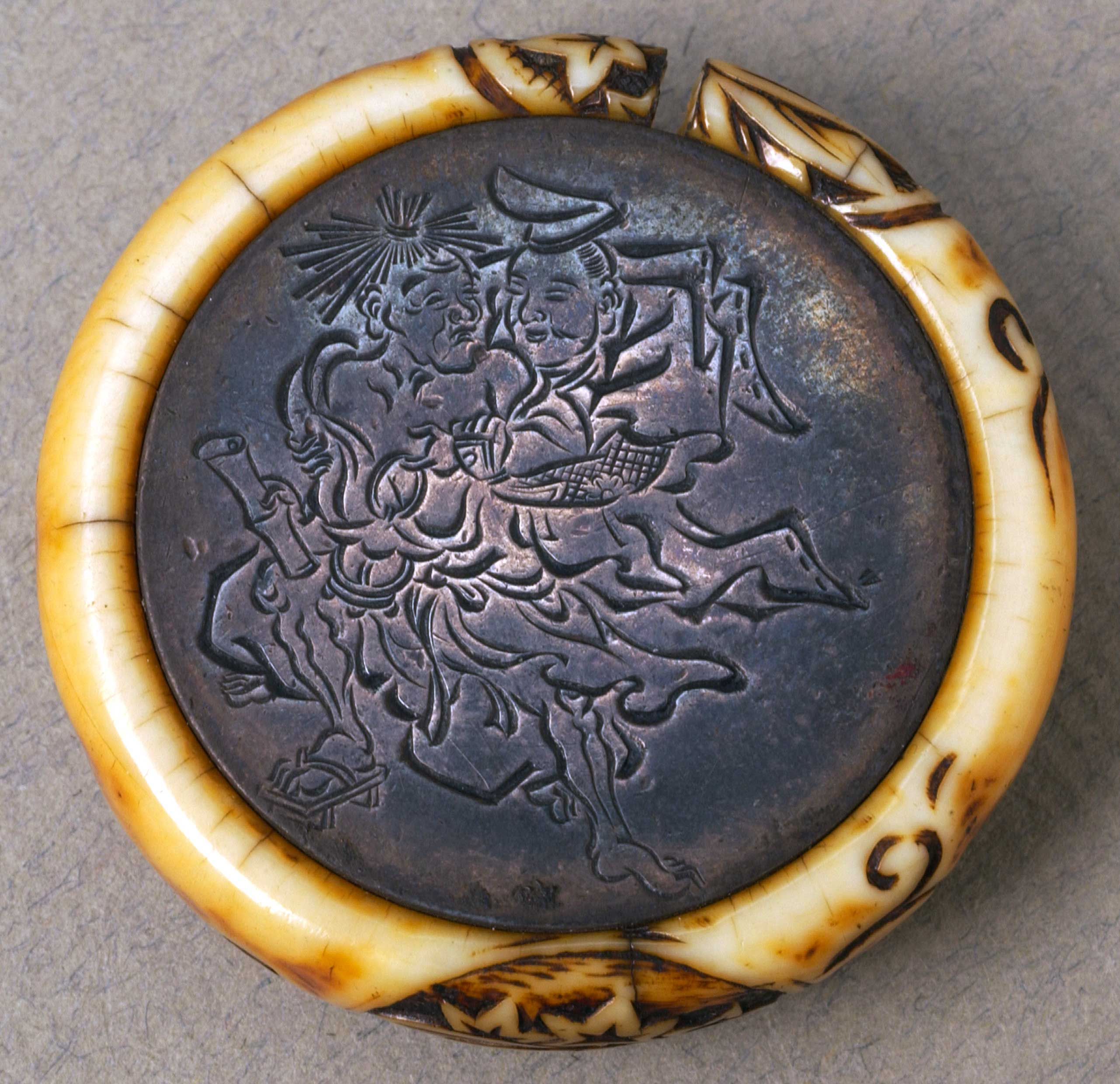 Netsuke inscribed with leaves and flowers
