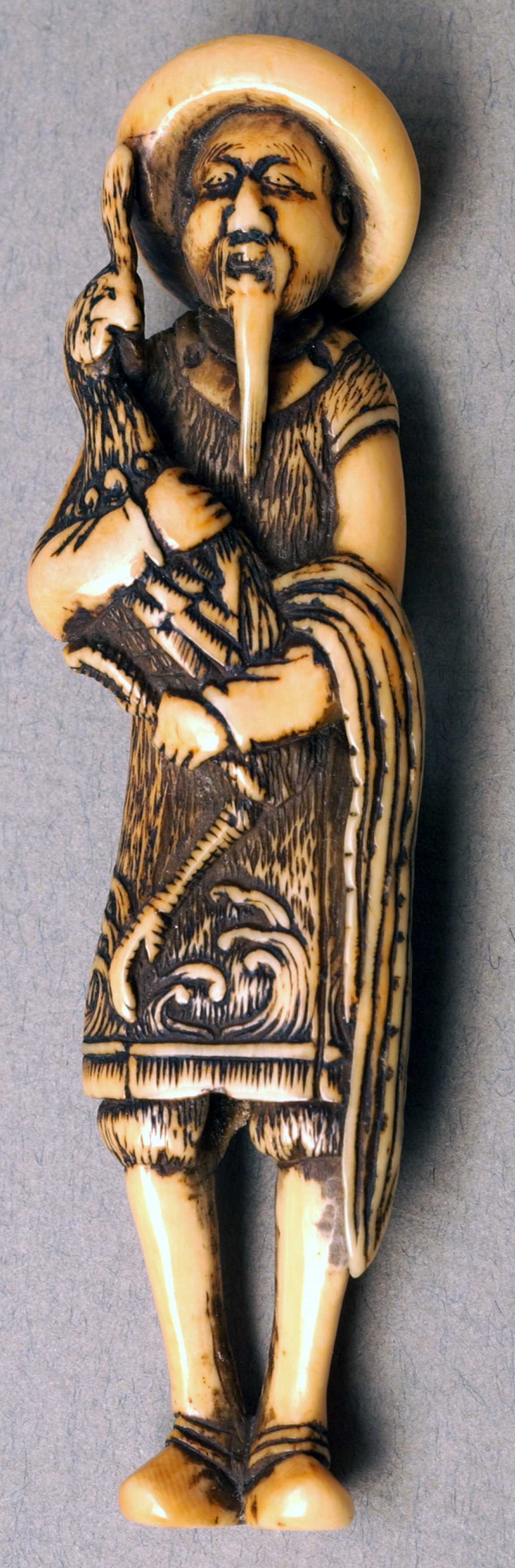 Netsuke depicting Chinese man