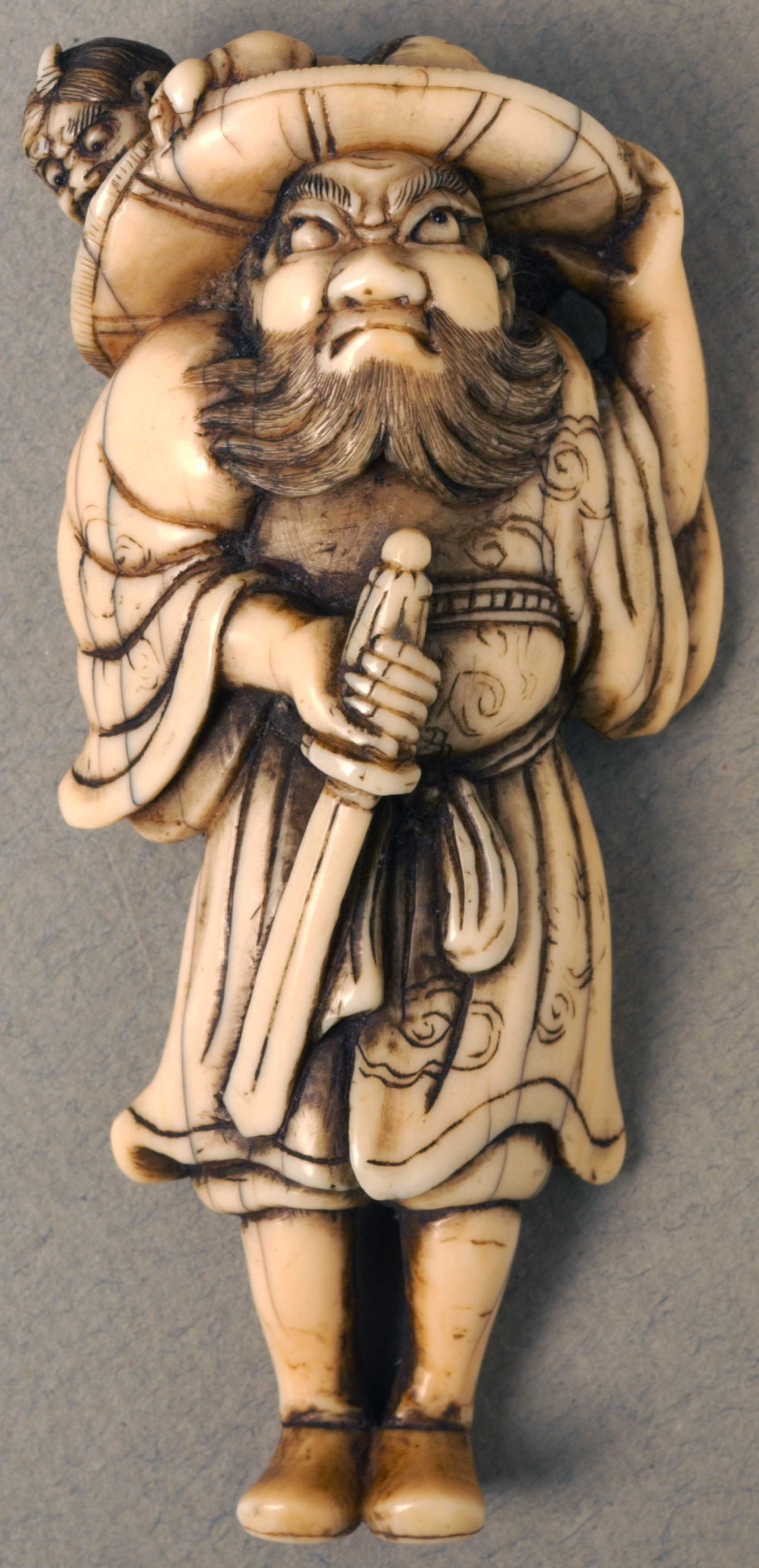 Netsuke depicting Shoki 'the demon queller''