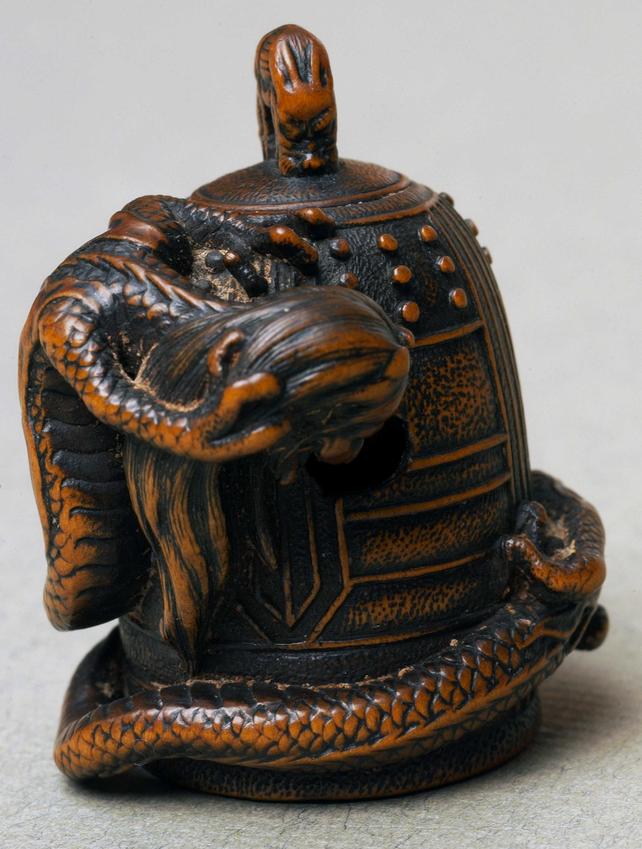 Netsuke depicting a dragon