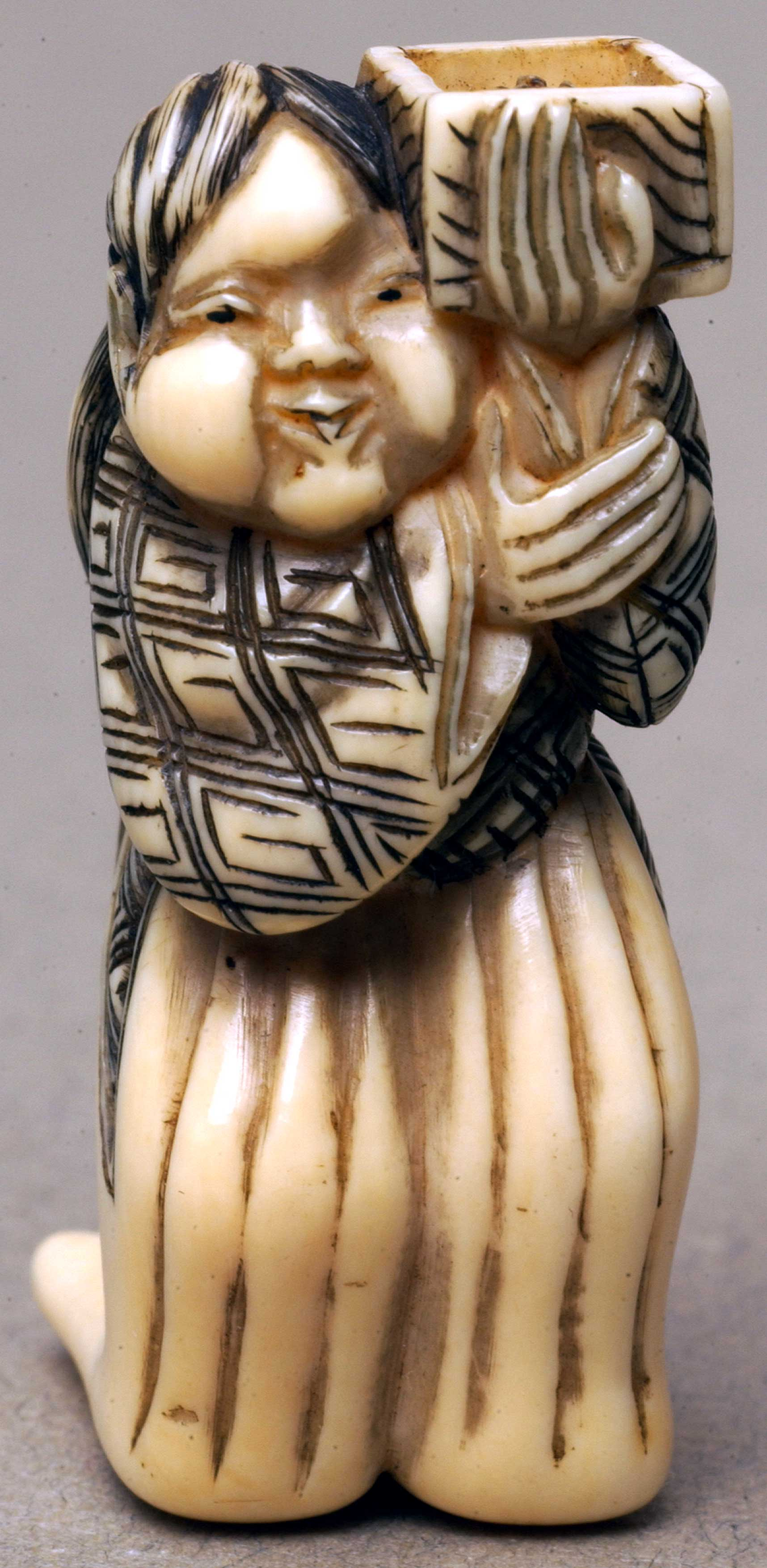 Netsuke depicting a woman